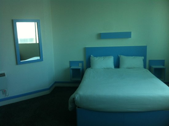 The Big Sleep Hotel Cardiff by Compass Hospitality: Beautiful big room!