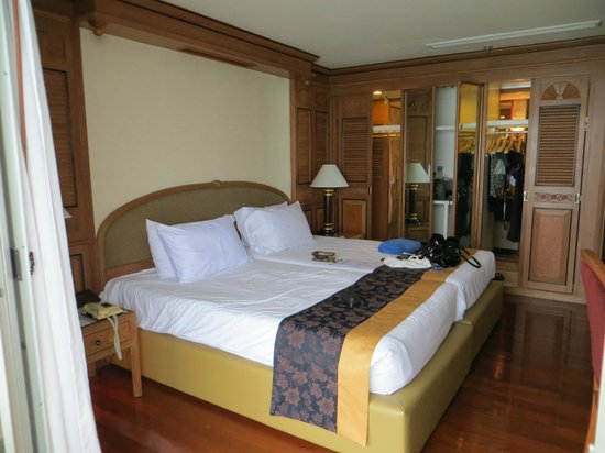 Royal Cliff Beach Hotel: my room! a bedroom from the regency suite