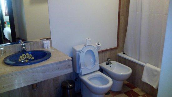 Apartamentos - Suites Santa Cruz: Baño en dormitorio de Matrimonio (hay otro baño en el apartamento)