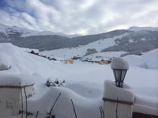 Hotel Garni Roberta: view from the breakfast room of Mottolino