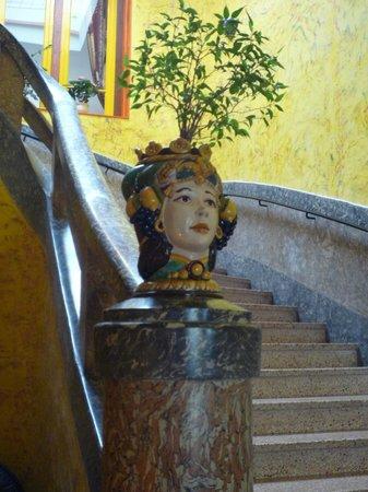 Les Arcades le Lion d'Or : escalier en marbre