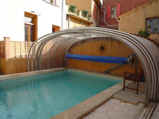 Les Arcades le Lion d'Or : abri ouvert piscine chauffée
