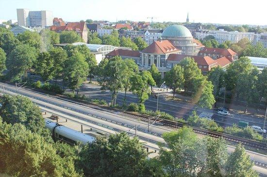Radisson Blu Hotel, Hamburg: 部屋からのハンブルグ大学方面の眺め