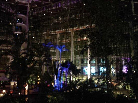 Paradisus Cancun: Inside the main lobby at night. Fabulous