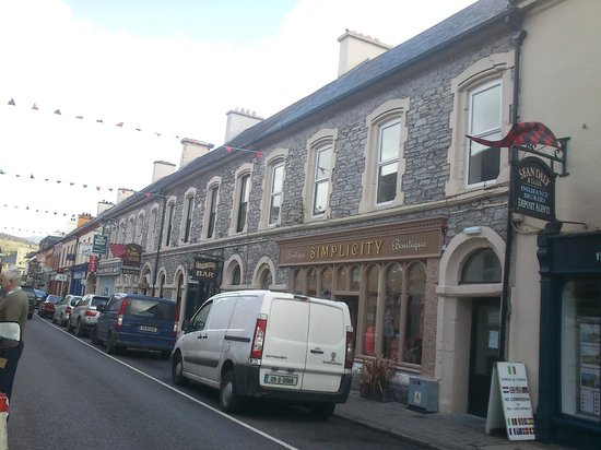 Foleys Restaurant & Bar: Kenmare Streetscape