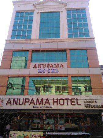 Anupama Hotel: NICE LOOKING HOTEL