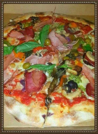 La Bruschetta: Pizza Bruschetta