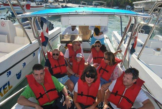 See More Tourism Excursiones - Tours : En la lancha, antes de partir