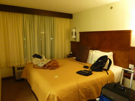 Hyatt Place Charlotte Airport/Tyvola Road: Bed