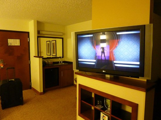 Hyatt Place Charlotte Airport/Tyvola Road : TV