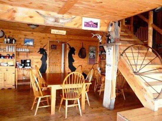 Lake Guest Ranch : Parte del Saloon e sala Ristorante