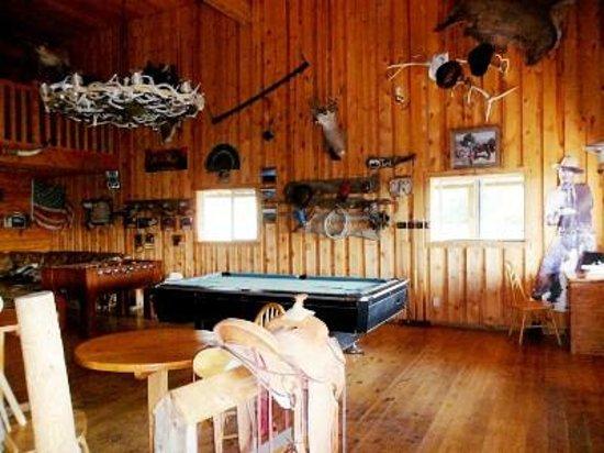 Lake Guest Ranch : Saloon con Bigliardo e Calciobalilla