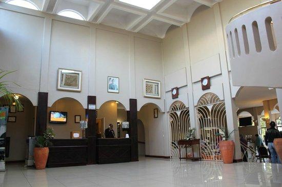 Rainbow Hotel Victoria Falls : ロビーアリア