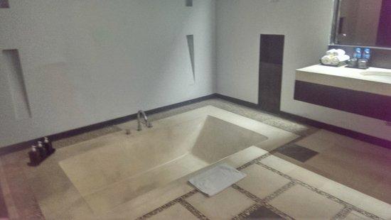 The Seminyak Suite Private Villa : Bathroom