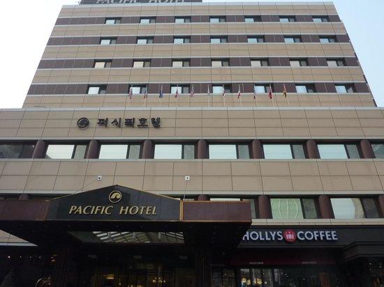 Pacific Hotel: いつもこのアングルになってしまいます