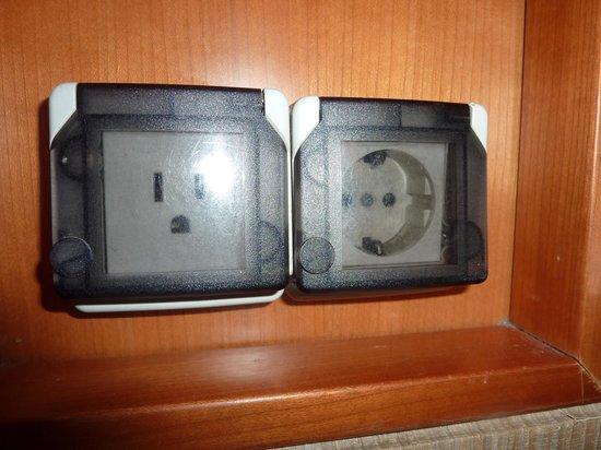 Pacific Hotel: 日本からの変圧器はいりません
