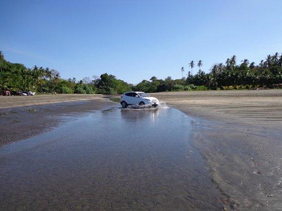Oasis Surf Camp: Traversée de la rivière