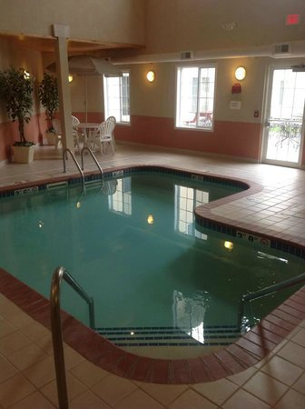 GrandStay Residential Suites Hotel Madison: Pool and Hot tub