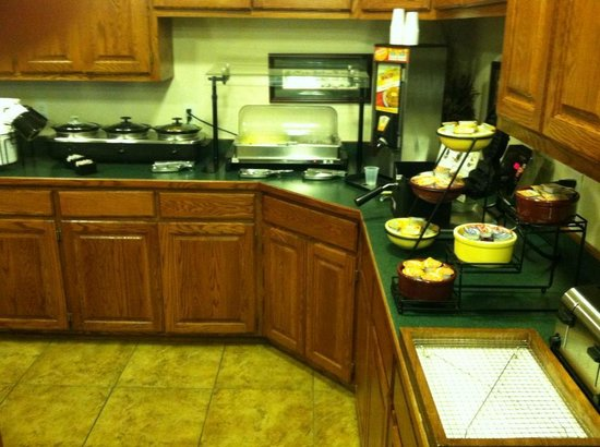 GrandStay Residential Suites Hotel Madison: Free Breakfast