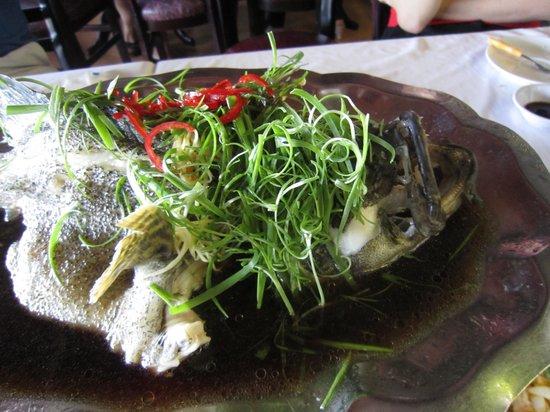Ganh Hao: steamed grouper