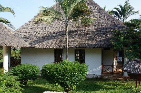Bluebay Beach Resort and Spa: Vår bungalow