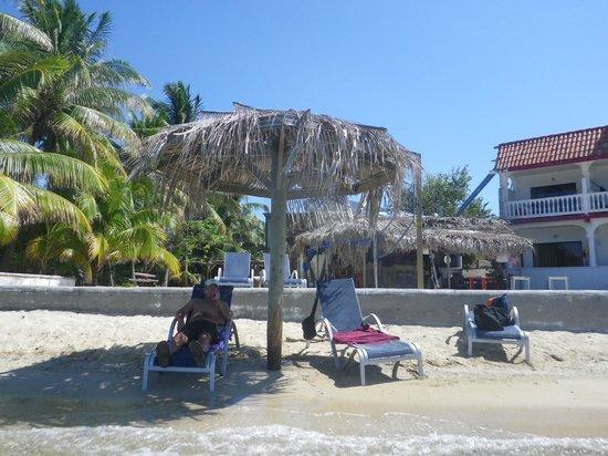 Tita's Pink Seahorse Bar: Soaking up the sun at Tlta's