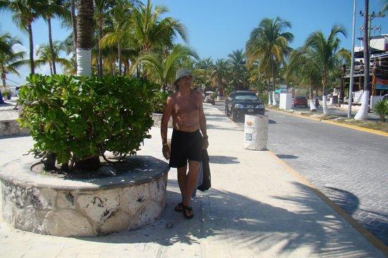 El Centro: Las callecitas bordeando la playa ...
