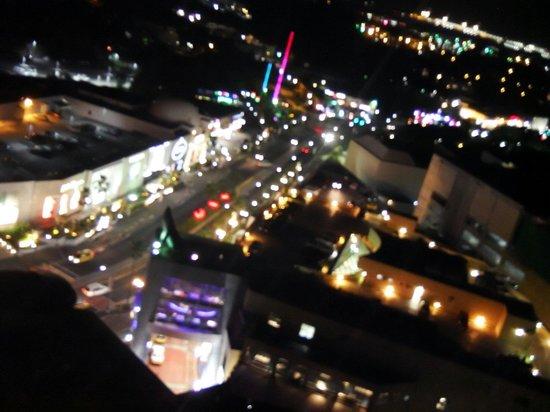Outrigger Guam Resort: オーシャンビュー19階からの町がわの景色♪