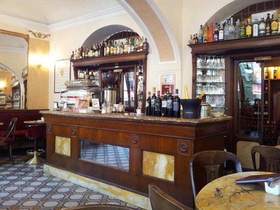 Caffe Fiaschetteria Italiana 1888: Bancone