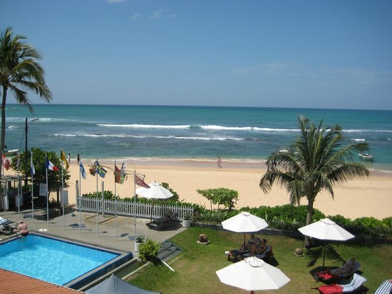 Coral Sands Hotel: Beach front