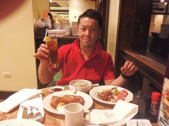 Outrigger Guam Resort: アメリカンスタイルローストビーフ!他の料理も美味しかったです♪