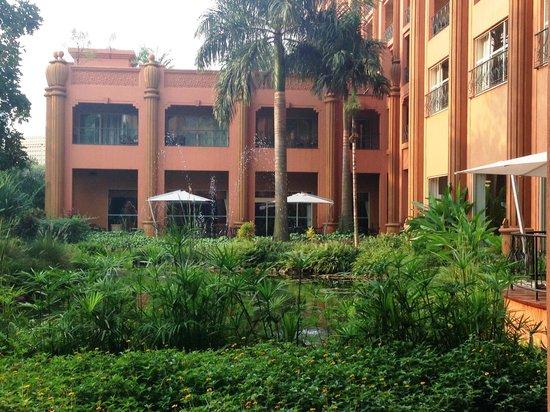Kampala Serena Hotel: View from breakfast patio toward bar