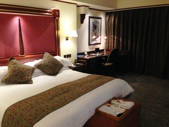 Kampala Serena Hotel : King room