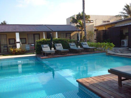 Baan Talay Resort: Pool looking at Pool View rooms