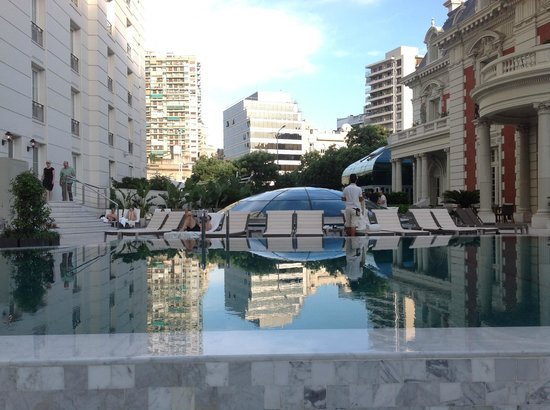 Four Seasons Hotel Buenos Aires : Pool Area between Residence and Hotel