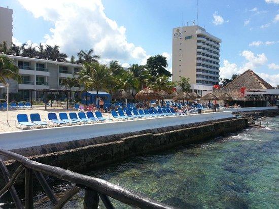 El Cid La Ceiba Beach Hotel: View from diving boat pier