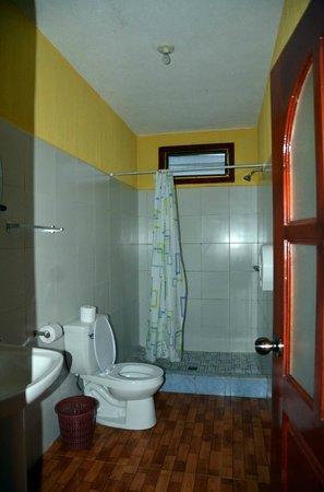Boxbolandia Hotel: bathroom