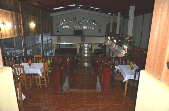 Boxbolandia Hotel: terraced dining room