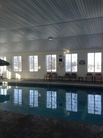 Cedarville Lodge: pool