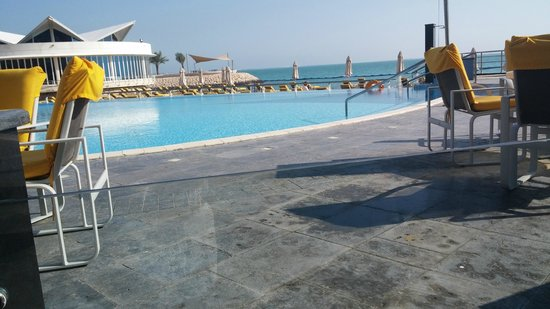 Hilton Doha: Pool on the gulf