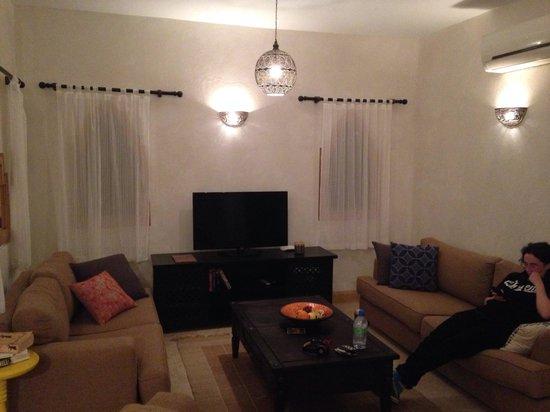 Red C Villas: Lounge in villa