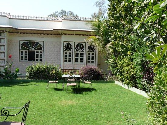 Ranakpur Hill Resort: jardin