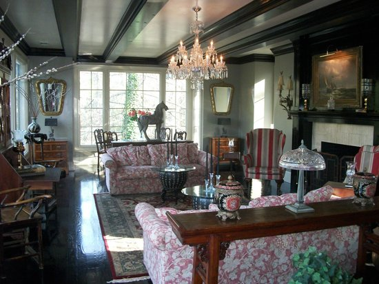 Highlands House Bed &Breakfast: The Living Room features a Waterford Crystal Chandelier