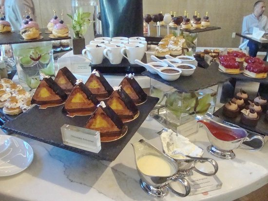 Mandarin Oriental, Las Vegas: Dessert station at Christmas Brunch