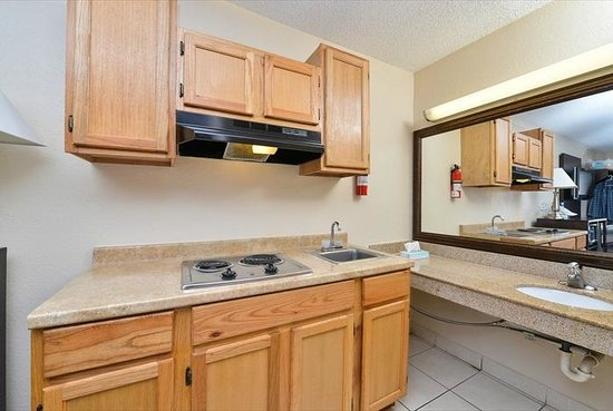 Red Roof Inn Orlando South - Florida Mall: kitchenette- Select Rooms