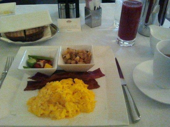 Mandarin Oriental, Las Vegas: Room Service Breakfast