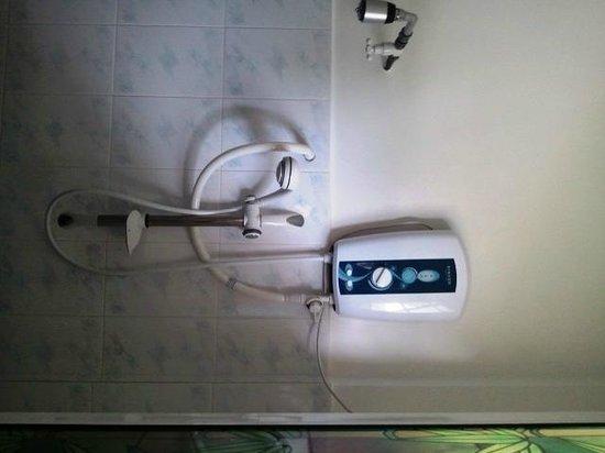 Blue Horizon Hotel: Bathroom(Hot Water)