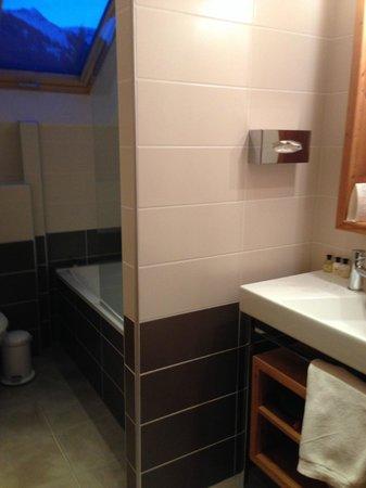 Hotel - Restaurant Fleur de Neige: Bathroom
