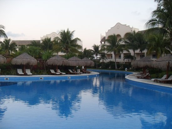 Excellence Riviera Cancun : Poolside