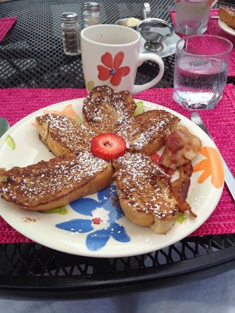 Las Vistas Cafe at Siete Mares Bay Inn: The French Toast